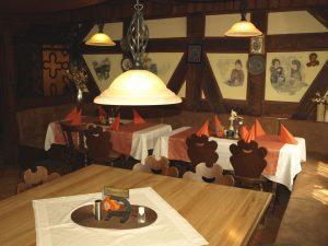 Die Gaststube des Restaurant Kreuzwirt bei Aschaffenburg bietet eine gemütliche Atmosphäre und Platz für 42 Personen